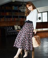 小花プリントミディスカート