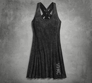 バック・ストラップ・ドレス