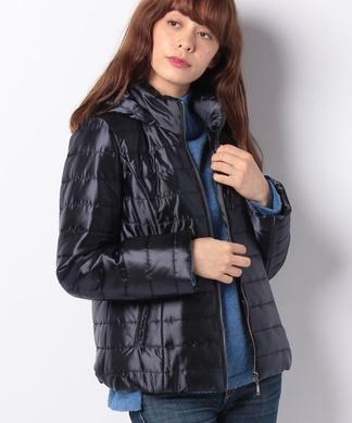 ショート丈の中綿ジャケット