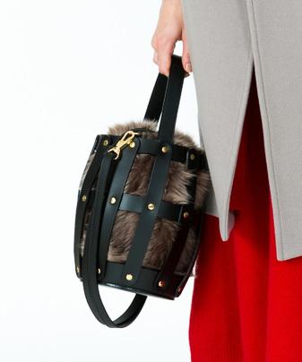 【VIOLAd'ORO(ヴィオラ ドーロ)】 ファーメッシュバッグ