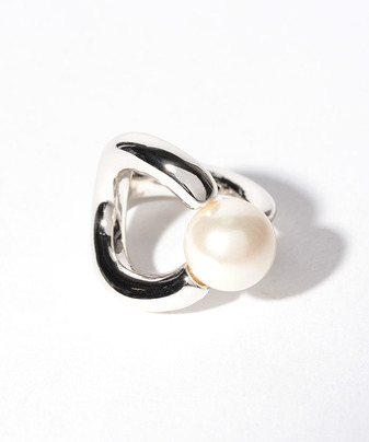 【Soierie(ソワリー)】HORN PEARL CURVE RING
