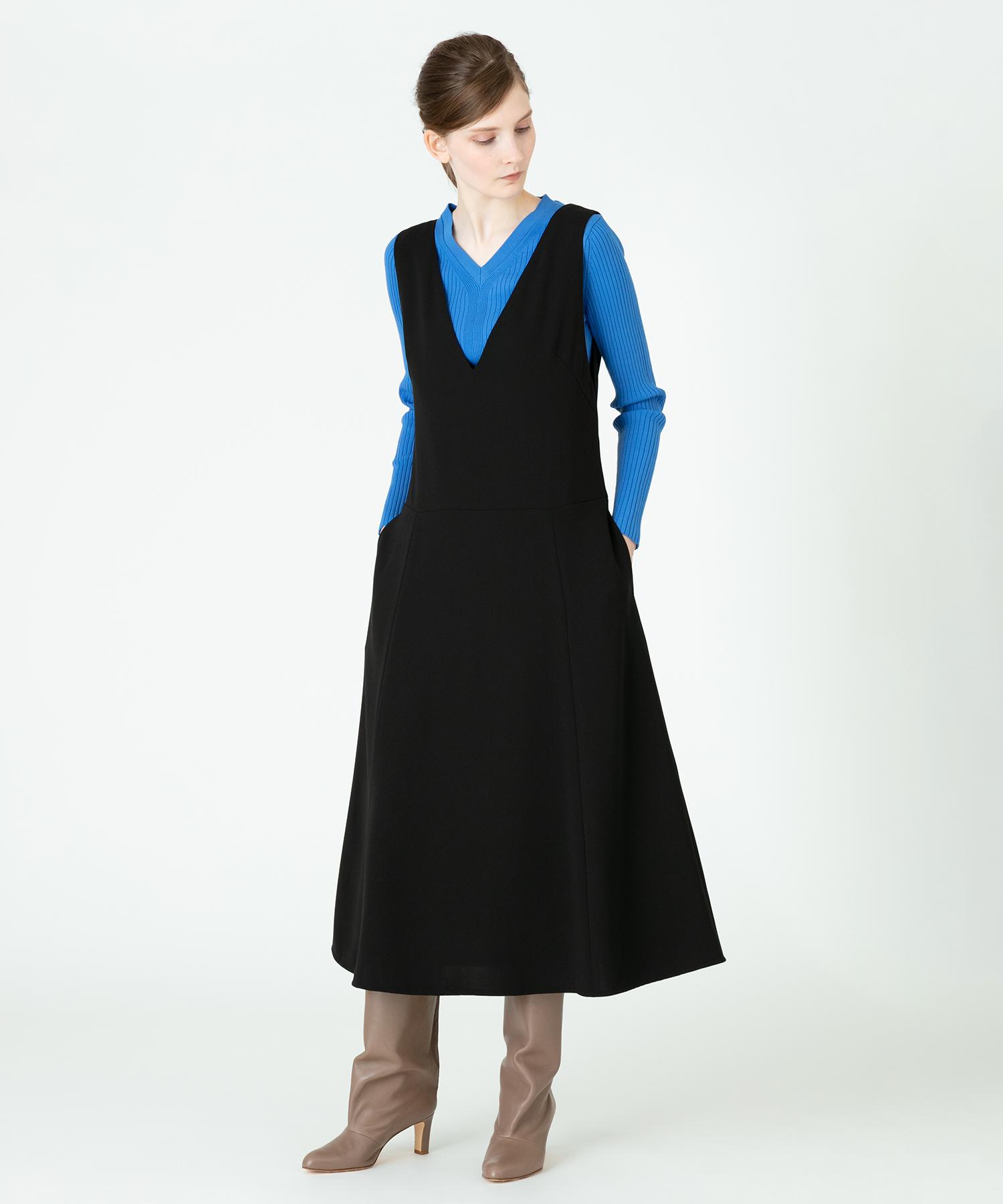 Vネックフレアジャンパースカート