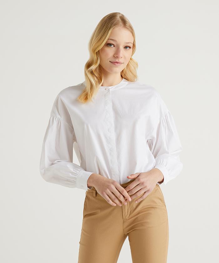 ストレッチラウンドネックボタン付きシャツ・ブラウス