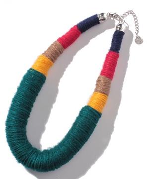糸モチーフネックレス