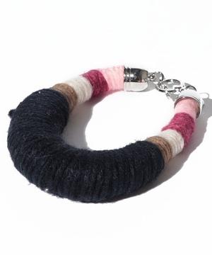 糸モチーフバングル