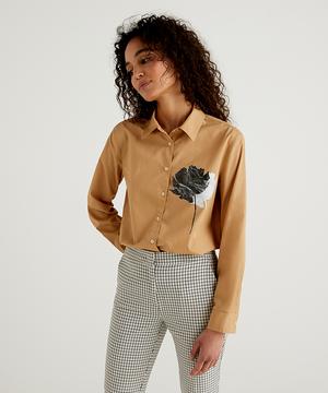 フラワーモチーフシャツ・ブラウス