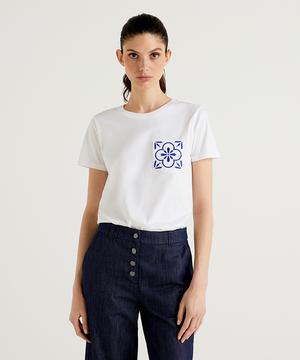 ラウンドネックブルーモチーフTシャツ・カットソー