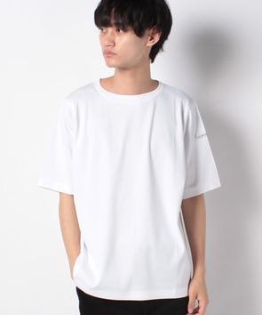 ネームタグクルーネックTシャツ