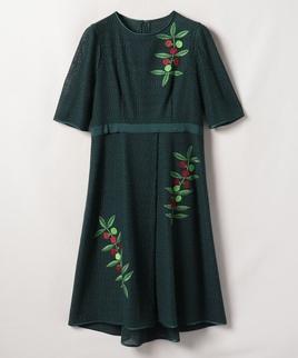 ボタニカル刺繍ワンピース
