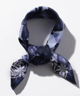 ボタニカル柄スカーフ