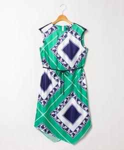 【大きいサイズ】スカーフ柄プリント イレギュラーヘムワンピース