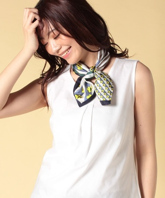 フラワー幾何柄のスカーフ