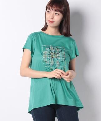 フラワーモチーフのTシャツ
