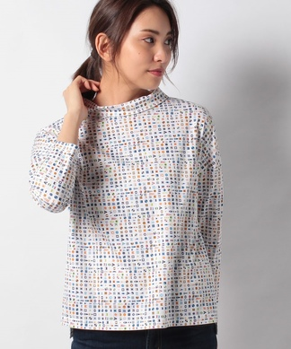 フラッグモチーフのハイネックTシャツ