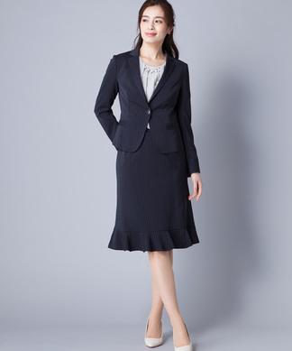 ピンストライプ柄スーツ