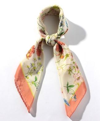 ボタニカルプリントシルクスカーフ