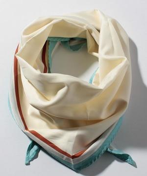 フレームポイント柄ひし形スカーフ