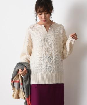 【WEB限定】ケーブル編みキーネックプルオーバー